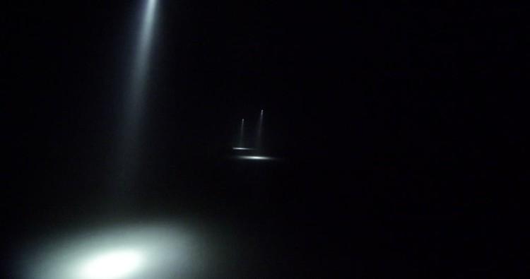 rayon-de-lumiere-obscurite-effets-de-lumiere-illumine